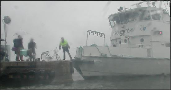 Waxholmsbåt i regn